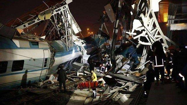 Дев'ятеро людей загинули у залізничній катастрофі в Туреччині