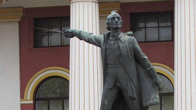 Пам'ятник Суворову перед київським ліцеєм імені Богуна демонтують