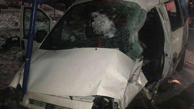 Унаслідок зіткнення з фурою на трасі Київ-Чоп загинув водій легковика