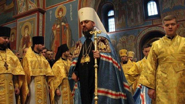 Епіфаній під час першої літургії пом'янув всіх предстоятелів церков, крім російського Кирила