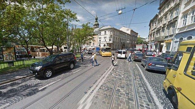 Мотоцикліста, що збив жінку на пішохідному переході у центрі Львова, звільнили від покарання