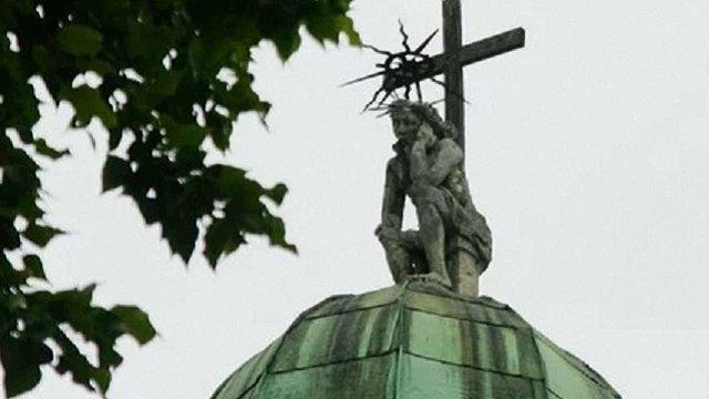 Студенти зібрали 250 тис. грн на реставрацію скульптури Ісуса Христа на даху каплиці Боїмів