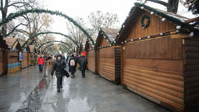 Різдвяний ярмарок у Львові частково відновив роботу