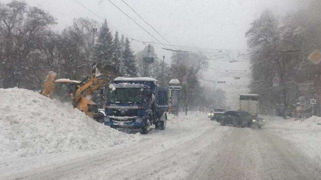 Центральна та східна частини України потерпають від потужного циклону