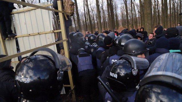 В Одесі на акції проти будівництва активісти побилися з поліцією