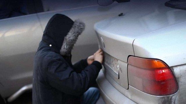 У Пустомитах затримали викрадачів номерів із автомобілів на євробляхах