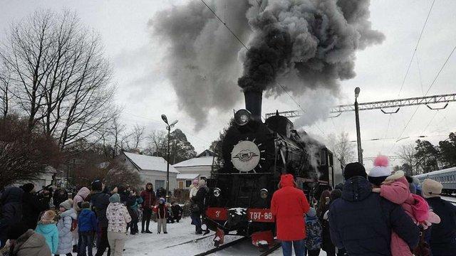 Близько 900 львів'ян за три дні проїхалися святковим ретро-потягом