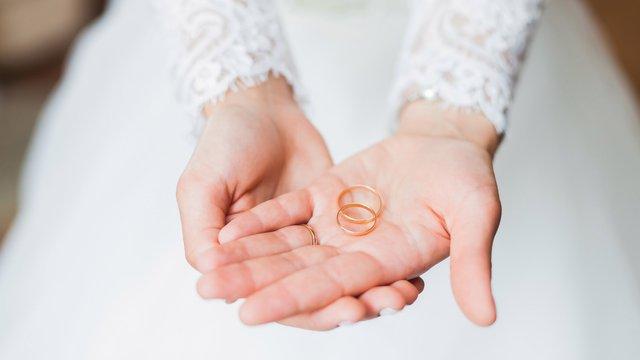 Двоє незнайомих раніше львів'ян виявили у РАЦСі свідоцтво про шлюб між собою