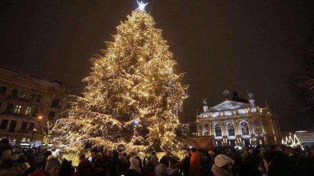 У новорічну ніч на стінах Оперного театру у Львові покажуть відеомапінг за віршами Антонича