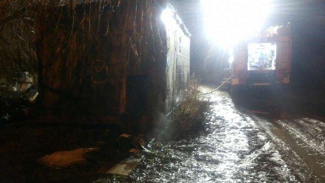 Під час пожежі у металевому вагончику у Винниках загинув чоловік