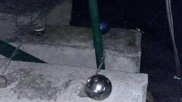 Під час падіння з головної міської ялинки мешканець Борисполя пошкодив ілюмінацію та іграшки