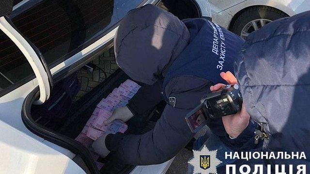 На Дніпропетровщині затримали двох посадовців за вимагання грошей у підприємців