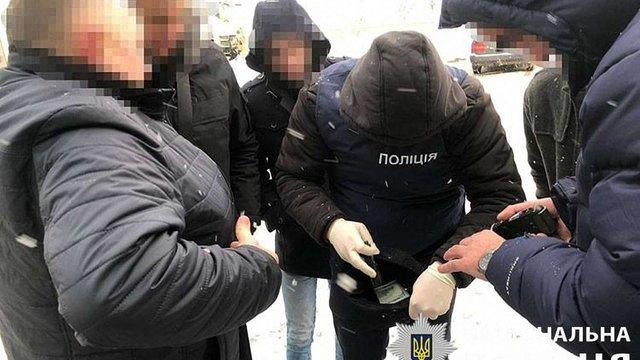 На хабарі у 1500 доларів у Львові затримали лісничого