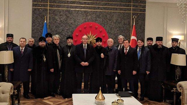 Українська делегація прибула до Стамбула отримувати Томос