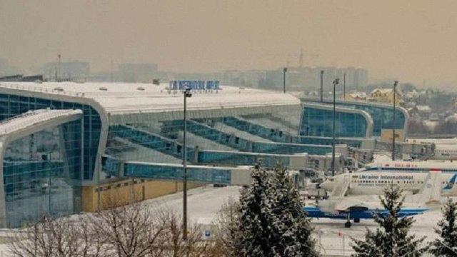 Негода спричинила незручності у львівському аеропорту та на дорогах Львівщини