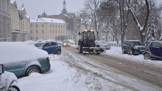 У Львові снігоочисна техніка працюватиме цілу ніч
