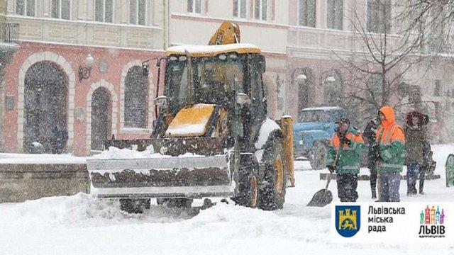 У Львові через негоду 6 січня оголосили робочим днем для комунальників