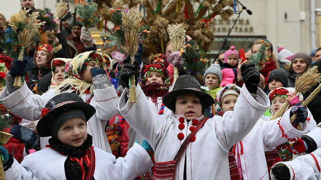 У Львові встановили триметровий різдвяний дідух