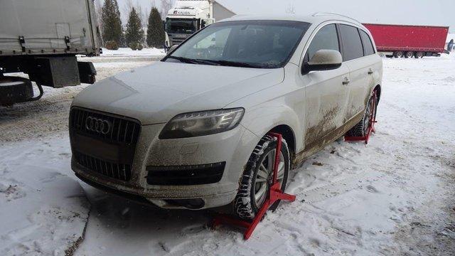 27-річний чоловік намагався виїхати з України на викраденій автівці