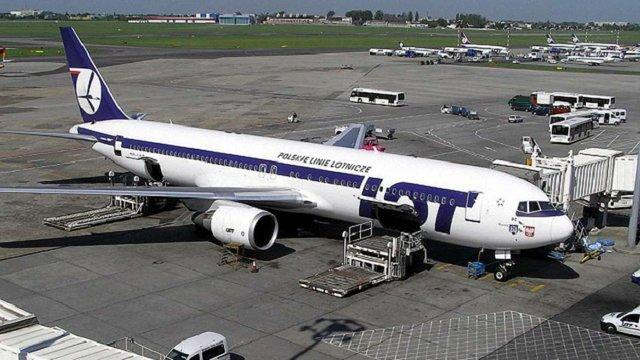LOT скасовує рейси з Бидґоща до Києва і призупиняє до Львова