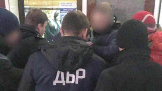 Керівника районного ДСНС на Львівщині затримали на хабарі у 1000 доларів