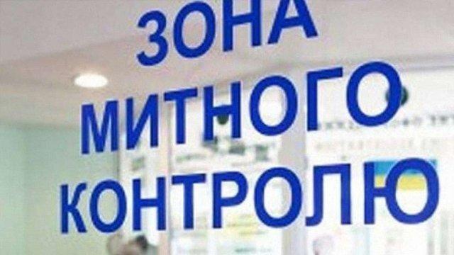 У трьох пунктах пропуску на Львівщині призупинять оформлення вантажівок
