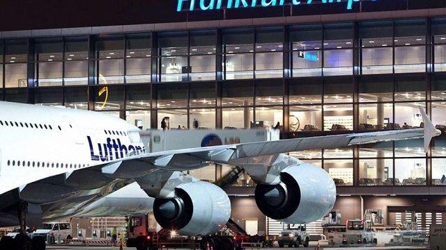 Українцям порадили перебронювати квитки до Франкфурта через страйк працівників летовища