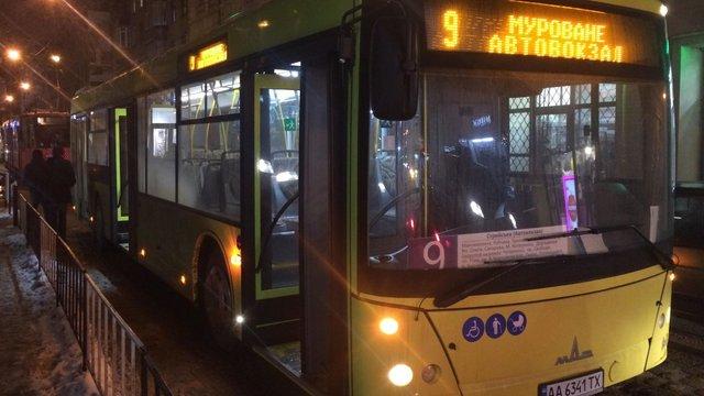 На вул. Дорошенка у Львові трапилась ДТП з міським автобусом