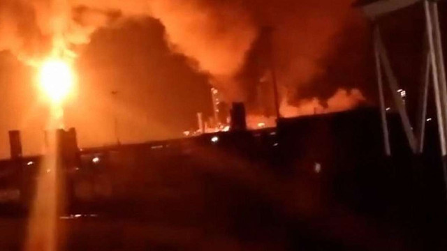 На хімічному заводі у Калуші виникла масштабна пожежа