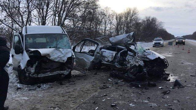 Четверо людей загинули у зіткненні мікроавтобуса з легковиком на Харківщині