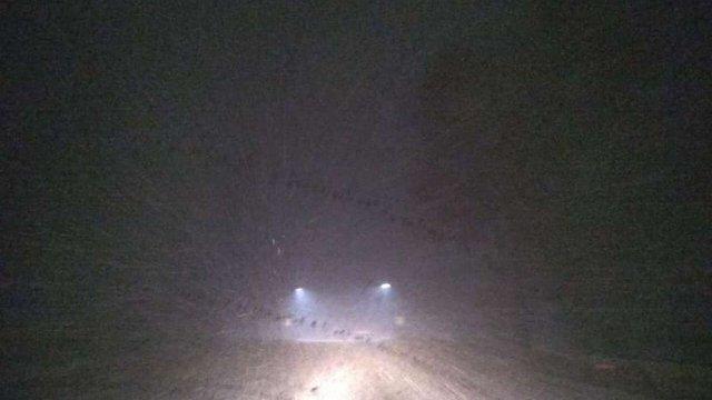 На дорогах Львівщини ускладнилась ситуація через погану видимість і ожеледицю