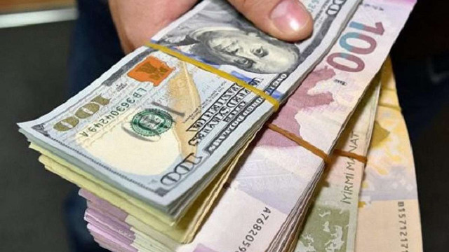Українці в грудні купили в банків валюти понад 110 млн доларів більше, ніж продали