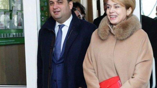Суд зобов'язав НАБУ порушити справи проти Лілії Гриневич і Володимира Гройсмана
