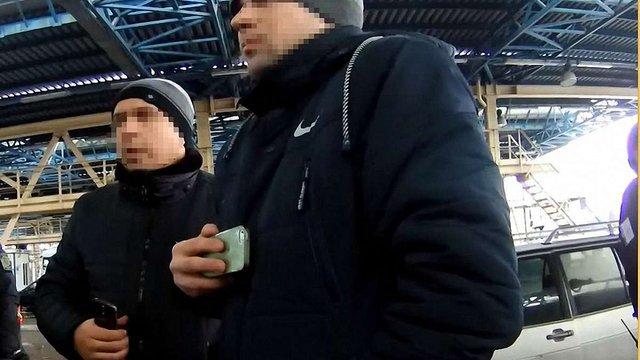 За відеозйомку у пункті пропуску «Краківець» затримали двох українців