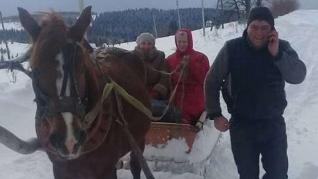 Через снігові замети на Турківщині лікарі їхали на виклик санями
