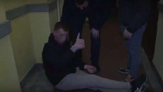 У Львові п'яний турист заявив про спроби його зарізати та заснув у нічному клубі
