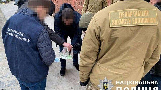 У Львові  посадовця Держгеокадастру затримали на хабарі у 1000 доларів