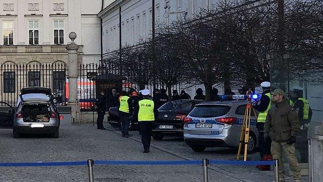 У Польщі чоловік на авто намагався протаранити ворота президентського палацу
