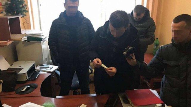 """Результат пошуку зображень за запитом """"на львівщині поліцейського затримали на вимаганні"""""""