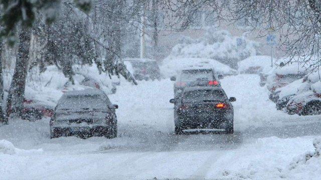 «Укравтодор» розповів про ситуації на дорогах України через снігопад