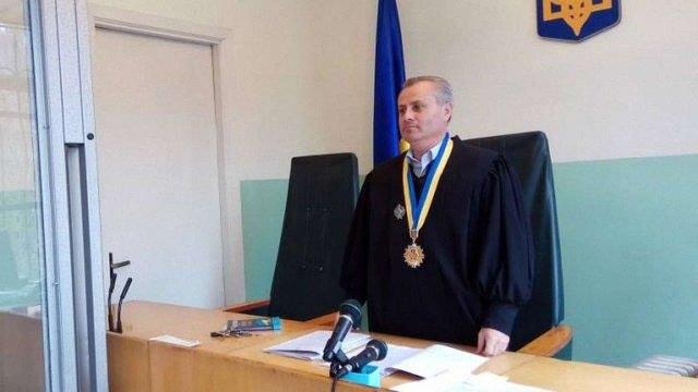 Єдиний суддя Турківського райсуду отримував хабарі у службовому туалеті