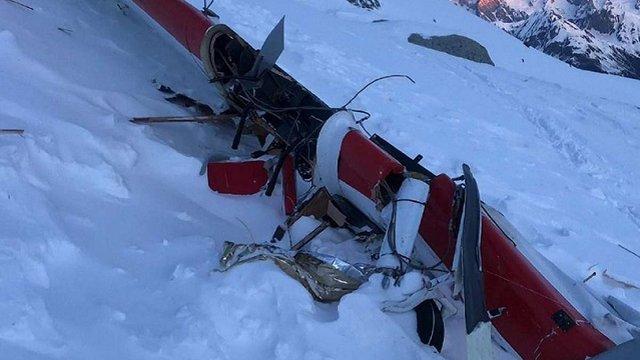 В італійських Альпах зіткнулися вертольот і літак