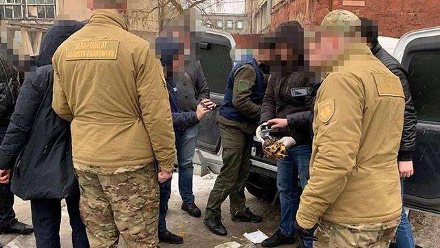 Заступника начальника Держгеокадастру у Львові затримали з хабарем 65 тис. доларів