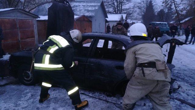 У Яворові внаслідок пожежі в гаражі згорів 48-річний власник, що був в автомобілі