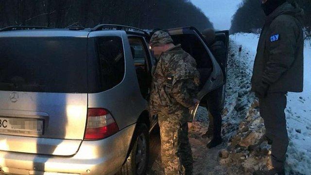 На Львівщині затримали трьох торговців зброєю