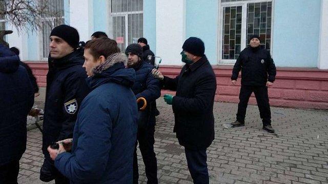 Кандидата в президенти Олександра Вілкула облили зеленкою в Бердянську