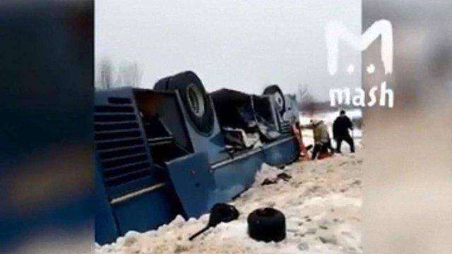 Семеро людей загинули в аварії автобуса з дітьми у Росії