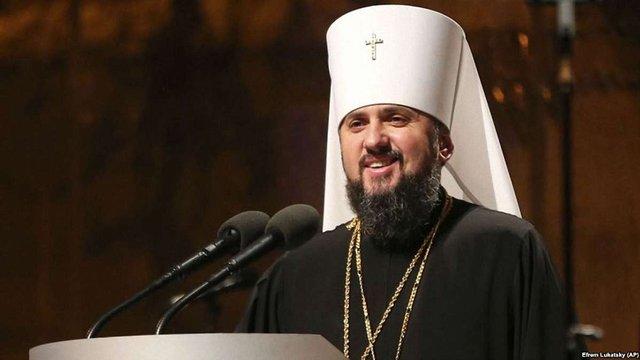 Митрополит Епіфаній розповів, чому він проти зауважень жінкам з непокритою головою у церкві