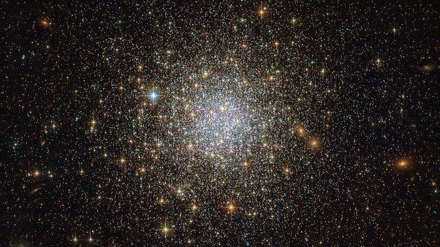 Hubble виявив зоряну кулю-ровесницю Всесвіту