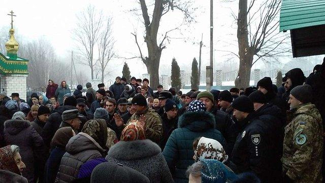 У селі на Тернопільщині стався конфлікт між парафіянами ПЦУ та УПЦ (МП)